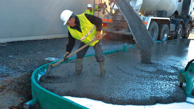 La mise en uvre des b tons autopla ants construction cayola for Mise en oeuvre beton cire