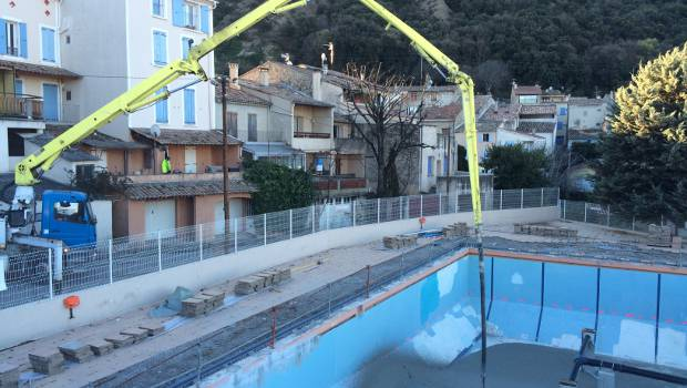 Les m es colas et sika r novent la piscine municipale for Construction piscine municipale