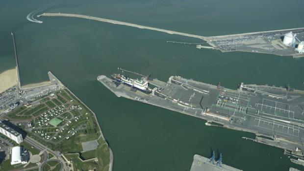 Port de calais l 39 hoverport est en cours de d construction construction cayola - Bassin recreatif ancienne lorette calais ...