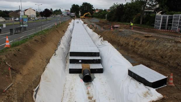 Eaux pluviales un bassin de r tention de 2 500 m cholet construction cayola - Terrassement bassin de retention ...