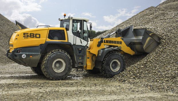 Liebherr: a loader L 580 XPower operates in R E M worksite - CCWorld