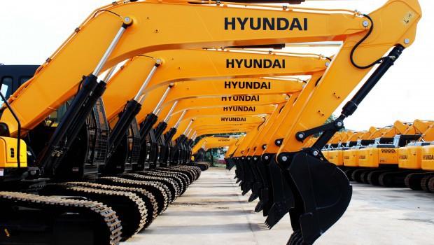 نتیجه تصویری برای hyundai excavator