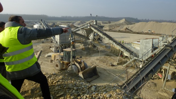 Carri res d 39 eyzin pinet r habilitation de terrain agricole construction cayola for Construction terrain agricole