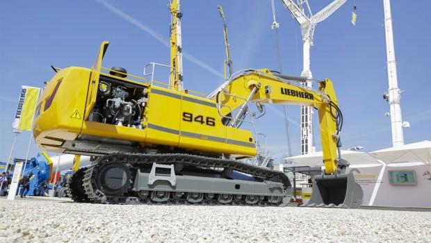 Liebherr R 946 crawler excavator to Sweden