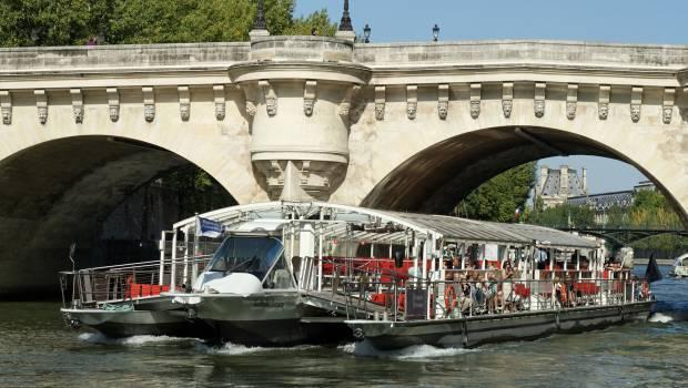 les bateaux mouches parisiens vont passer l lectrique construction cayola. Black Bedroom Furniture Sets. Home Design Ideas