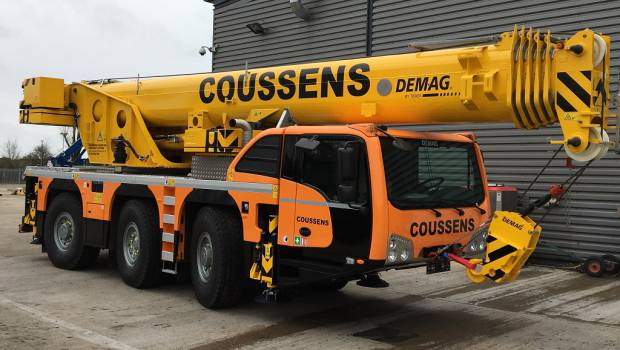 Coussens adopte deux grues Demag